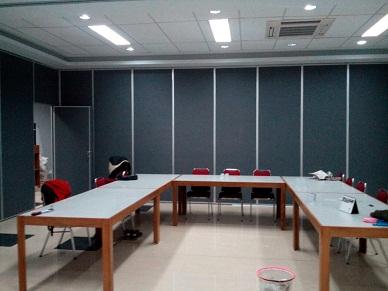 Pintu lipat untuk ruang meeting