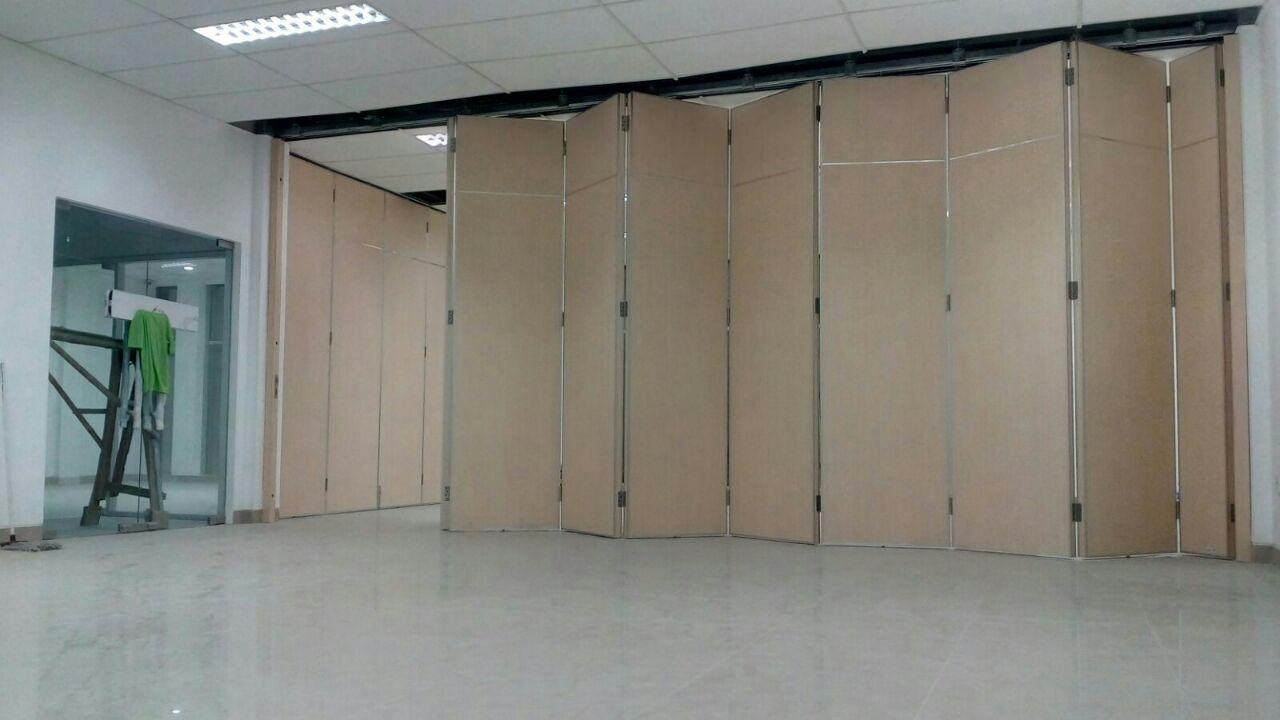 pintu lipat untuk penyekat ruangan